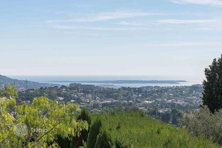 Cheap 3 bedroom apartments for sale in France. Mougins — At walking distance of the village