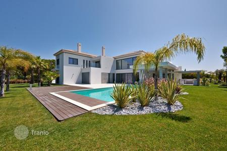 Luxury 5 bedroom houses for sale in Algarve. Luxury villa at the lake in Quinta-do-Lago, Portugal