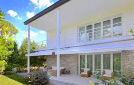 4 bedroom houses for sale in Forte dei Marmi. Refurbished villa in Forte dei Marmi, Tuscany, Italy