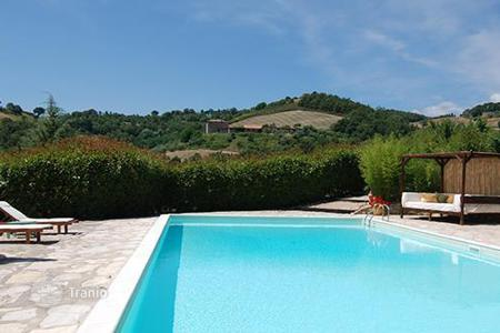 Property to rent in Perugia. Casale Rose Garden