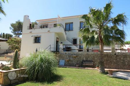 2 bedroom houses for sale in Moraira. Villa of 2 bedrooms with garden, pool and roof jacuzzi in Moraira