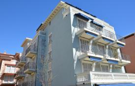 2 bedroom apartments by the sea for sale in Bordighera. Beautiful apartment by the sea in the center of Bordighera