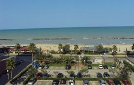 Apartments for sale in Abruzzo. Fully furbished Top floor apartment with large terrace on the sea front