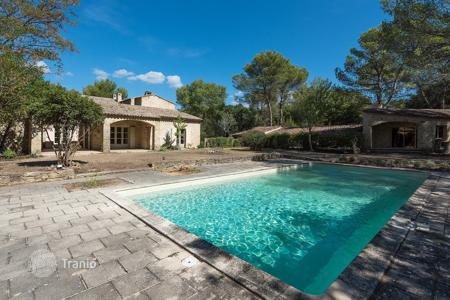 Houses for sale in Pugey. Close to Lourmarin — Stylish villa