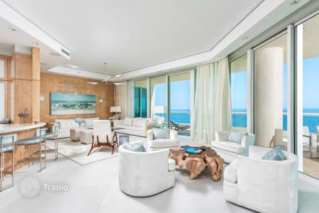 4 bedroom apartments for sale in North America. Respectable penthouse with a large terrace and panoramic view on the ocean, the island of Sunny Isles Beach, Miami