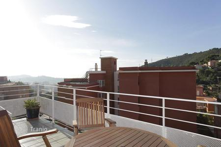 4 bedroom apartments for sale in Barcelona. Penthouse with large terrace around Barcelona
