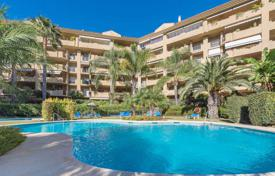Apartments with pools for sale in San Pedro Alcántara. Duplex penthouse with golf views in San Pedro de Alcántara, Costa del Sol, Spain