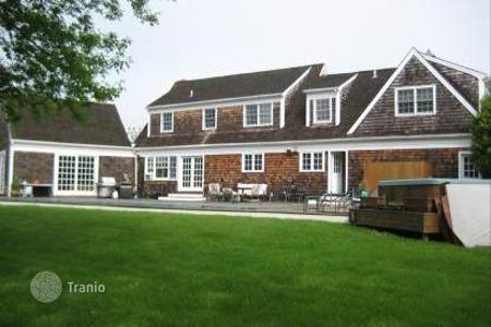 4 bedroom villas and houses to rent in State of New York. PHENOMENAL 4 BED 4 BATH BRIDGEHAMPTON RENTAL WITH HEATED POOL