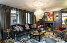 Property to rent in the United Kingdom. Sophisticated 2 bedroom house next to Trafalgar Square. 5 guests welcome.