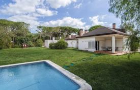 Houses for sale in Sant Andreu de Llavaneres. Comfortable villa surrounded by a beautiful garden, close to the beach and the golf course, San Andrés de L'vivanares, Spain