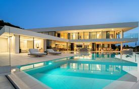 A contemporary newly built luxury villa surrounded by the privileged natural setting of Sotogrande Alto for 4,500,000 €