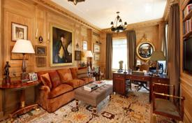 4 bedroom apartments for sale in North America. Superb resident atop Ritz-Carlton, Central Park area, New York