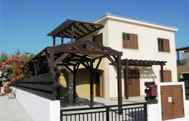 Houses with pools for sale in Mesa Chorio. Detached villa with mature garden covered garage and beautiful added features