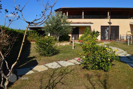 Residential for sale in Diamante. A villa on the coast with own garden in the city Diamante, Calabria