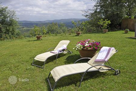 Villas and houses for rent with swimming pools in Tuscany. Casa Buondelmonti