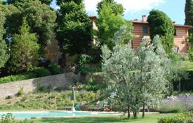 Villas and houses to rent in Greve in Chianti. Il Villino e le Scuderie