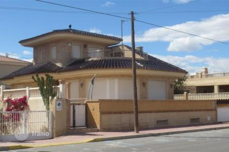 Coastal houses for sale in Guardamar del Segura. Villa of 4 bedrooms terrace and sea views wiin Guardamar del Segura