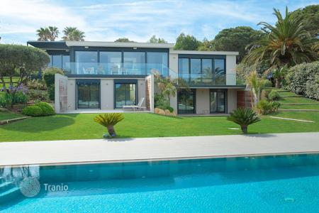 5 bedroom houses by the sea for sale in Ramatyuel. Stunning modern villa Ramatuelle Pampelonne