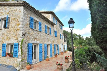 Houses with pools for sale in Carros. Townhome – Carros, Côte d'Azur (French Riviera), France