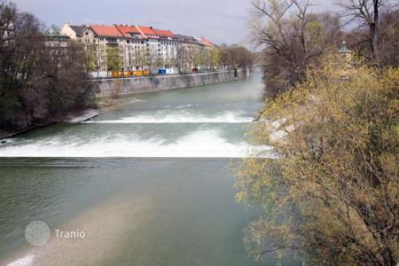 2 bedroom apartments for sale in Munich. Fully renovated apartment with 2 bedrooms and views of the river Isar in Munich, Ludwigvorstadt-Isarvorstadt