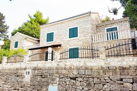 Houses for sale in Splitska. A beautiful stone house for sale Brac, Splitska