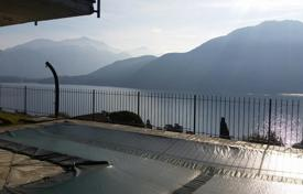 Houses with pools for sale in Mezzegra. Wonderful villa with a panoramic lake view and a private pool!