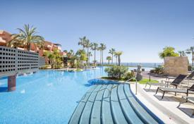 3 bedroom apartments for sale in Andalusia. Fabulous Apartment in Beachfront Mar Azul, New Golden Mile, Estepona