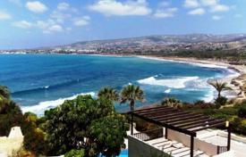 4 bedroom villas and houses to rent in Paphos (city). This sea front Villa with large private pool (5x11m) facing the sea, is located near to the Coral Bay. It is built on a large