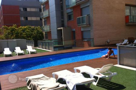 Apartments with pools for sale in Sant Adrià de Besòs. Apartment – Sant Adrià de Besòs, Catalonia, Spain