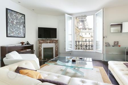 Property for sale in France. Apartment with a view on the Eiffel Tower, in Paris 7th, Ile-de-France, France