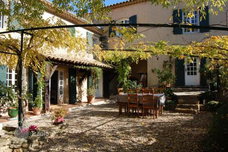 6 bedroom houses for sale in Bouches-du-Rhône. Close to Alpilles — Charming house village