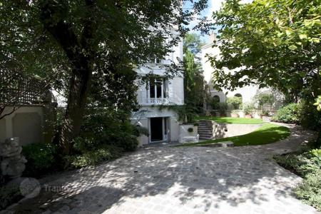 Property to rent in 16th arrondissement of Paris. PARIS 16/ Gorgeous Furnished or Unfurnished House With Garden