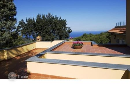 4 bedroom villas and houses by the sea to rent in Campania. Villa – Sorrento, Campania, Italy