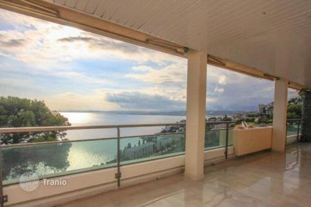 3 bedroom apartments for sale in Mont Boron. Apartment with panoramic views of the Bay of Nice in Mont Boron