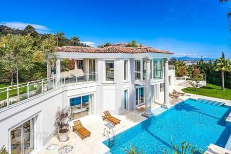 Villas and houses for rent with swimming pools in Cannes. Luxury villa in Cannes