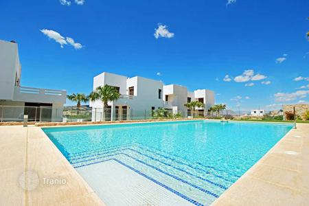 Cheap 2 bedroom apartments for sale in Algorfa. Modern apartments with private solarium and golf views in La Finca