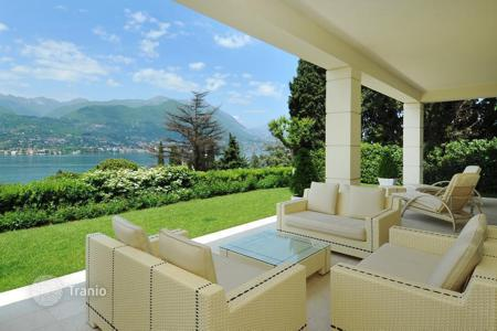 Luxury houses for sale in Lake Garda. Luxury Villa with Pool, Spa and Dependence