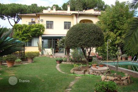 Luxury houses with pools for sale in Lazio. The beautiful villa in Rome