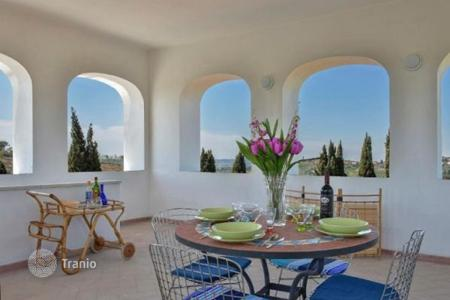 Residential for sale in Greve in Chianti. Three-storey historic villa with a fireplace and a garden, Greve-in-Chianti, Florence, Italy