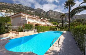 Cheap residential for sale in Côte d'Azur (French Riviera). Two-bedroom apartment with a terrace, in a residence with a swimming pool and a garden, Beaulieu-sur-Mer, France