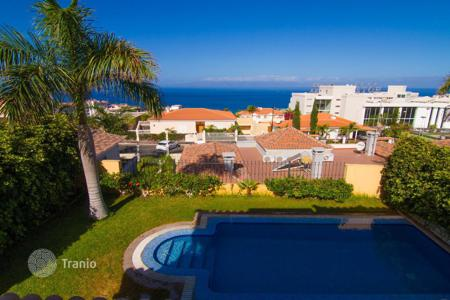 3 bedroom houses for sale in Canary Islands. Amazing villa in the picturesque town of Puerto Santiago