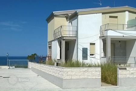 Houses for sale in Abruzzo. Villa for 3 families in Abruzzo, Italy