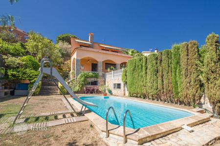 6 bedroom houses by the sea for sale in Catalonia. Townhome - Arenys de Mar, Catalonia, Spain