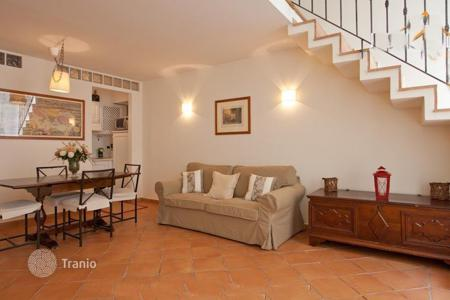 Property for sale in Italy. Profitable apartment with tourist license in a former 15th-century monastery, in the heart of Trastevere, near the Campo dei Fiori in Rome