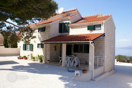Houses with pools for sale in Split-Dalmatia County. Villa on the sea front in the town of Splitska, Croatia