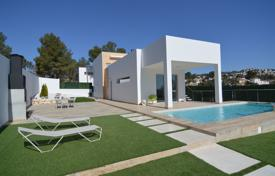 Villas and houses with pools by the sea for sale in Costa Blanca. New luxury villa with a large swimming pool close to the sea, Moraira, Spain