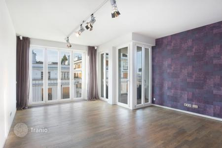 Luxury 2 bedroom apartments for sale in Bavaria. Penthouse with a roof-top terrace, in a residence with two fitness centers, a sauna and a parking, in Maxvorstadt, in the center of Munich