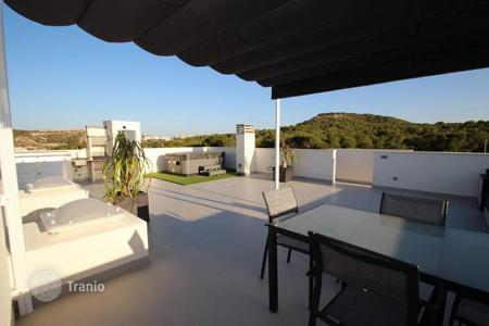 Cheap townhouses for sale in Guardamar del Segura. Bungalow and duplex townhouse featuring 2 and 3 bedrooms in a fully-equipped complex in Guardamar del Segura