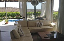 2 bedroom houses for sale in Gran Canaria. Sunny Villa in Salobre Golf