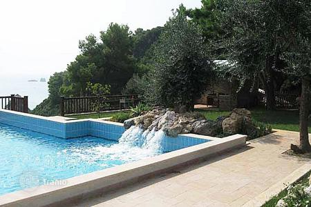 3 bedroom villas and houses by the sea to rent in Corfu. Villa – Kontokali, Administration of the Peloponnese, Western Greece and the Ionian Islands, Greece